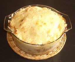 Kartoffelauflauf (mit Fleischwurst und Käse überbacken)