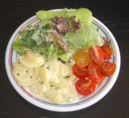 Blattsalat mit Sahnesoße